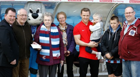 Trust hands over £1,000 to local charities